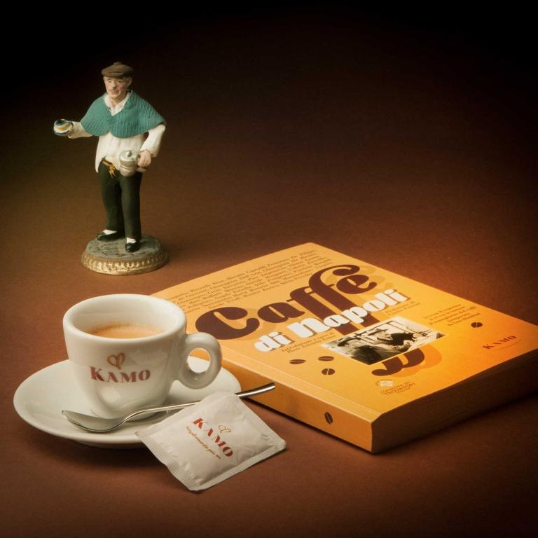 Caffè Portico- Il tempo ed il caffè con gli uomini di cartapesta